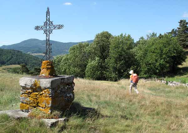 Walking in France: The iron cross at St-Ignac