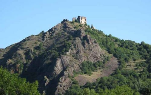 Walking in France: The remnants of the château of Artias