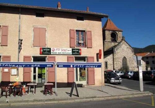 Walking in France: Waiting for second breakfast at le P'tit Goret, Lavoûte-sur-Loire