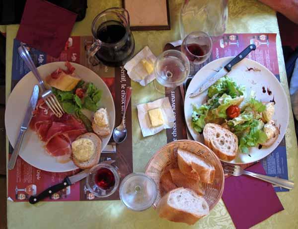 Walking in France: Back at the restaurant, our entrées...