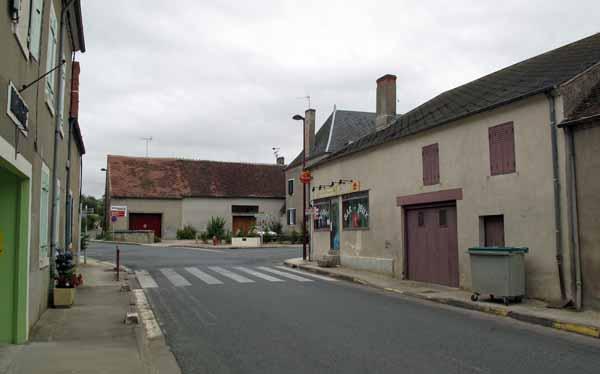 Walking in France: Passing through Villeneuve-sur-Cher for the last time