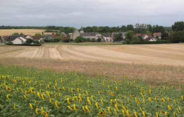 Walking in France: Looking back to Villeneuve-sur-Cher