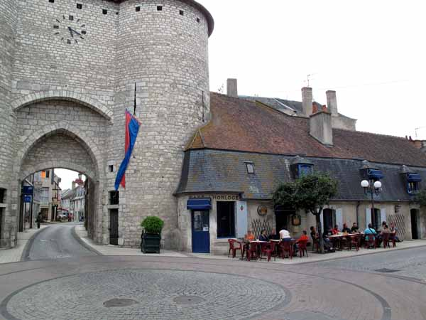 Walking in France: A beer and coffee beside the Tour de l'Horloge