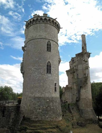 Walking in France: The two remaining towers of the ruined château, Mehun-sur-Yèvre