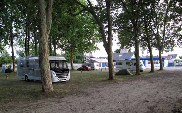 Walking in France: Our little tent among the white behemoths, Mehun-sur-Yèvre camping ground