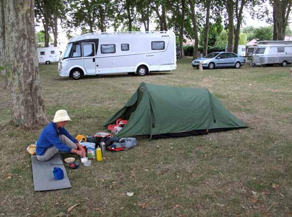 Walking in France: Preparing breakfast before the rain came, Mehun-sur-Yèvre camping ground