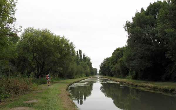 Walking in France: Back on the towpath after Foëcy