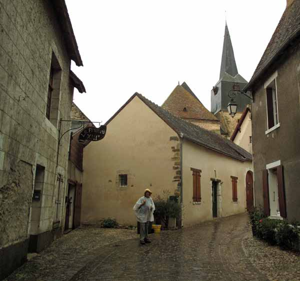 Walking in France: Arriving in Mennetou