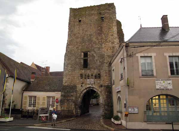 Walking in France: Leaving Mennetou