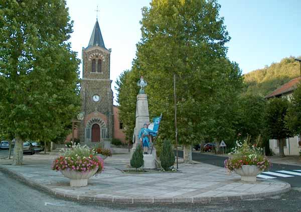 Walking in France: War memorial in Vorey