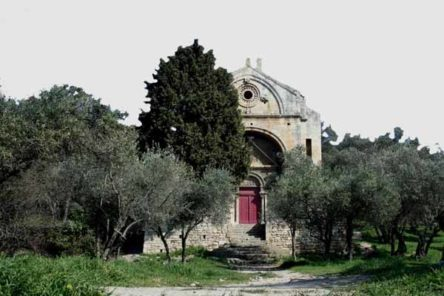 Walking in France: Chapel of St-Gabriel