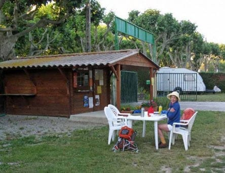 Walking in France: Feeling the cold, having breakfast near the camping office