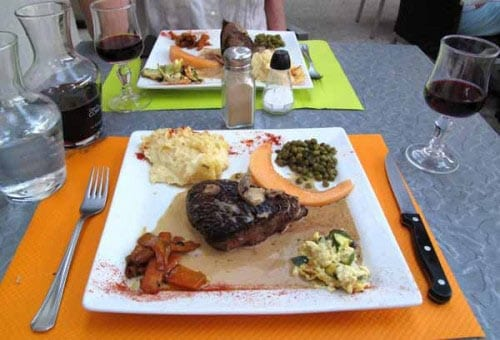 Walking in France: ... and mains