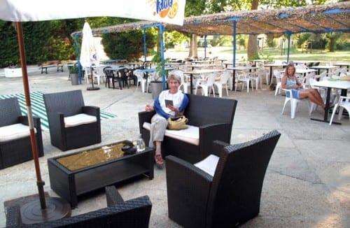 Walking in France: Drinks near the outdoor restaurant