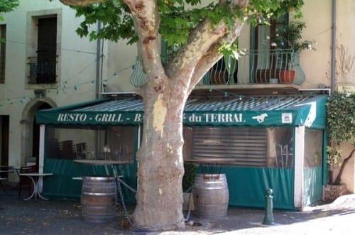 Walking in France: The bar in Soubès was definitely closed