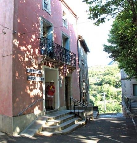 Walking in France: The Soubès épicerie