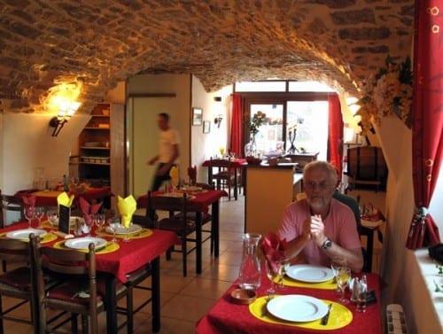 Walking in France: Dinner at the pizzeria/restaurant