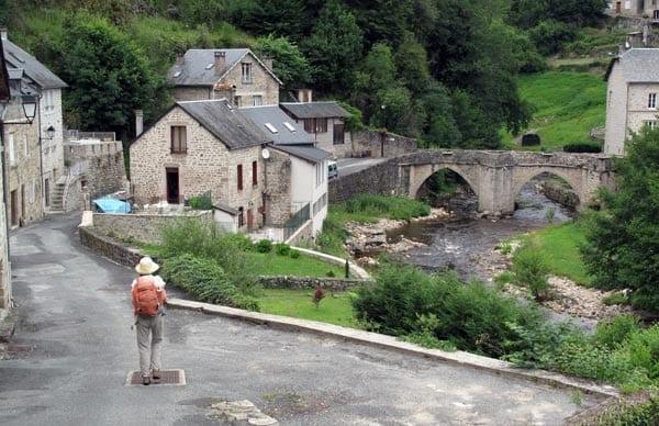 Walking in France: Descending to Treignac's ancient footbridge