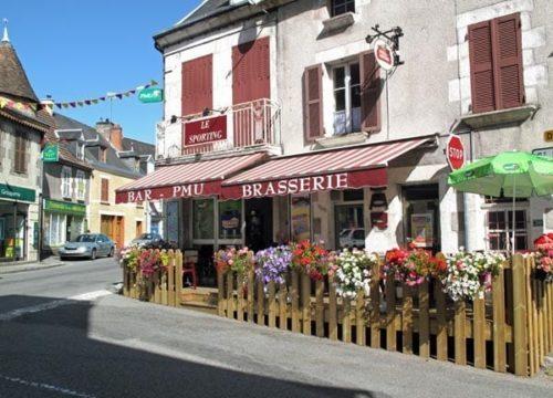 Walking in France: Le Sporting, Chénérailles