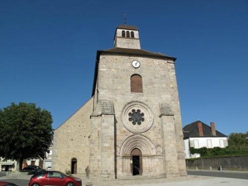 Walking in France: Gouzon's church in the main square