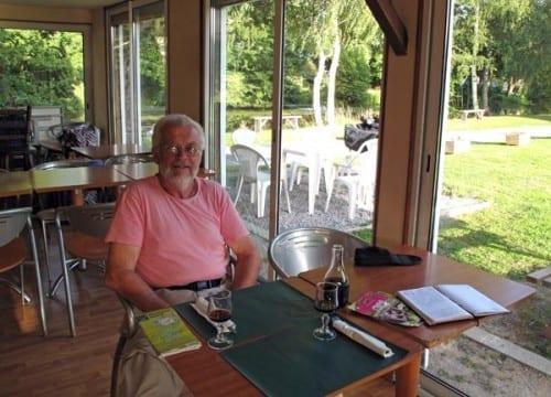 Walking in France: Pre-dinner drinks in the snack bar