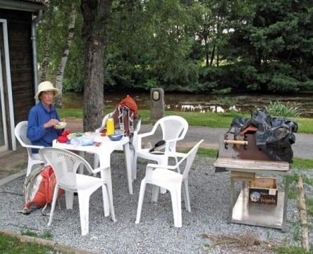 Walking in France: Breakfast outside the snack bar