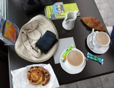 Walking in France: An early second breakfast