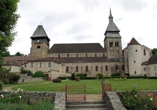 Walking in France: Chambon's abbey church
