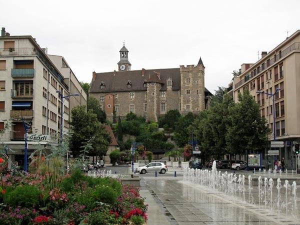 Walking in France: Montluçon château