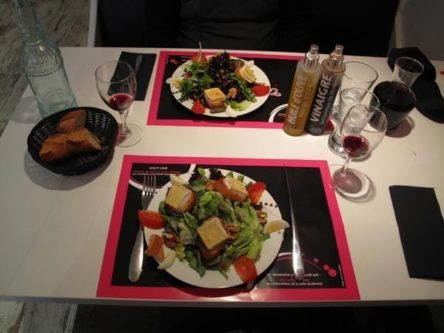 Walking in France: To start, chèvre chaud salads