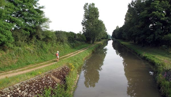 Walking in France: Approaching the lock at Grandfond