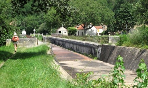 Walking in France: Approaching the dry pont-canal