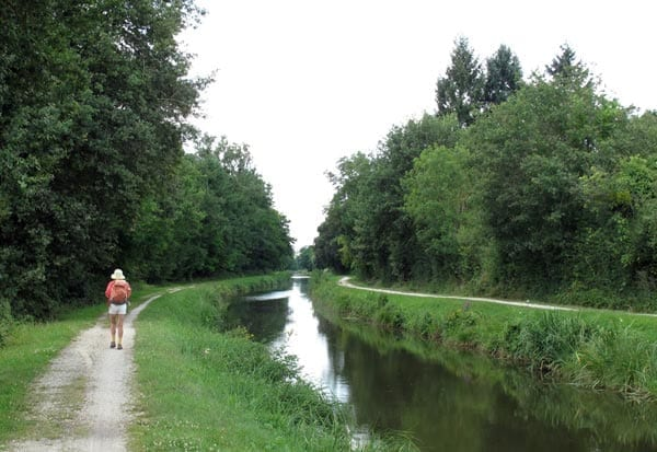 Walking in France: Approaching St-Amand-Montrond