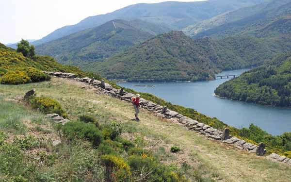 Walking in France: A long descent to the lake