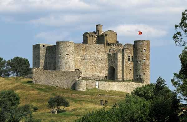 Walking in France: The castle of Portes