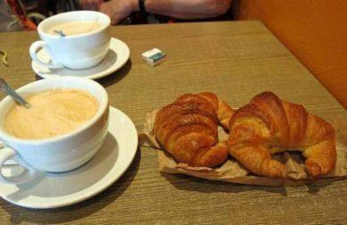 Walking in France: Second breakfast in le Pradel