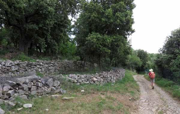Walking in France: Impressive stonework
