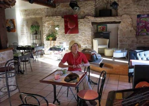 Walking in France: Early coffee at the Bon Accueil