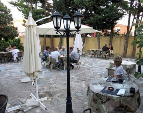 Walking in France: Apéritifs in the courtyard of the hotel l'Esquielle
