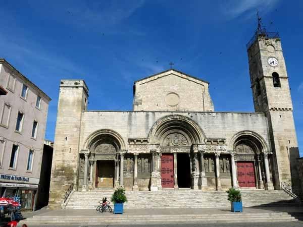 Walking in France: Abbey of Saint-Gilles