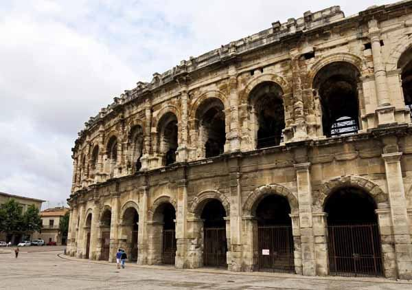 Walking in France: Some tourism in Nîmes; the arena ...