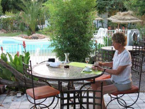 Walking in France: Drinks near the pool