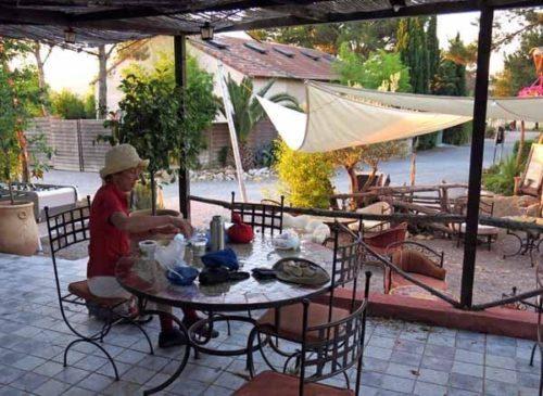 Walking in France: Muesli at the bar