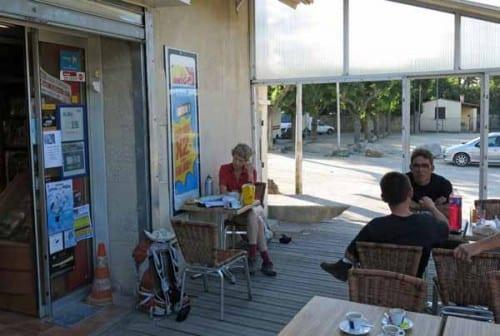 Walking in France: Second breakfast in Montbazin