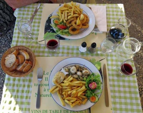 Walking in France: Our mains; petites seiches (foreground), and calamares à la Romaine