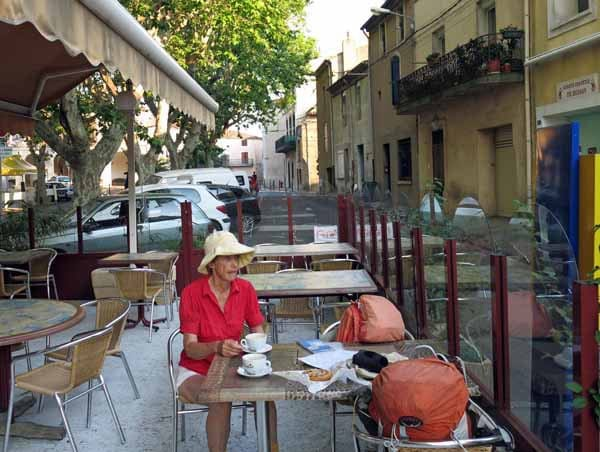 Walking in France: And a short while later, second breakfast in Bessan