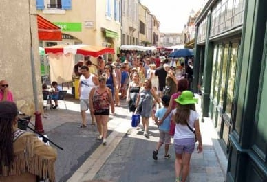 Walking in France: Market at Gruissan