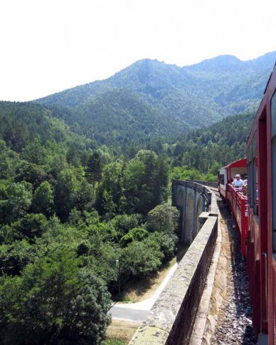 Walking in France: On the tourist train