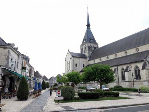 Walking in France: Main square, Selles-sur-Cher