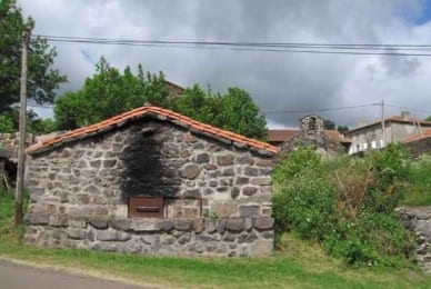 Walking in France: The communal oven in Cros Pouget